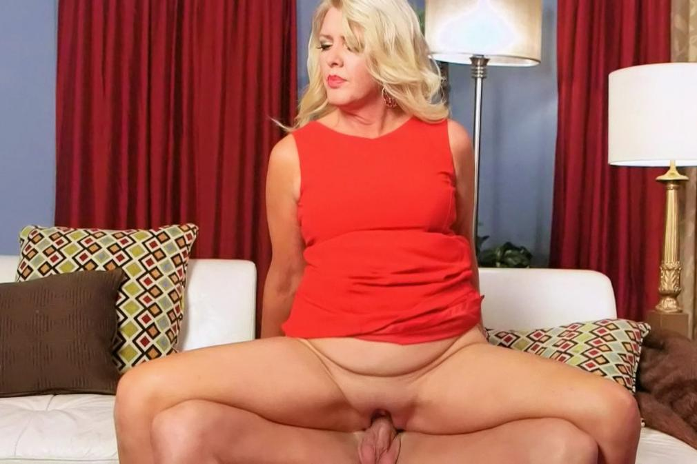 Hot shaved milf