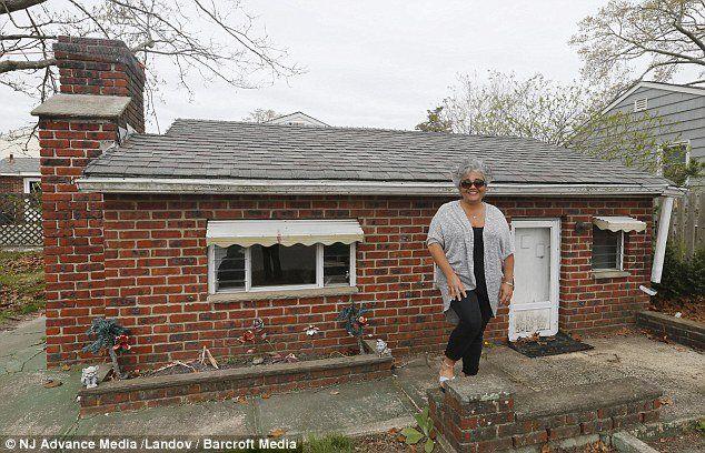 Railroad reccomend The brick midget house of brick