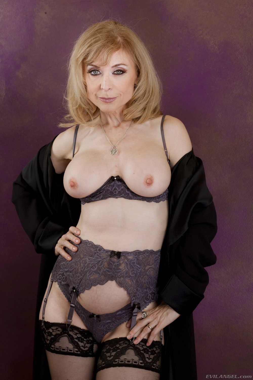 Kari from mythbuster naked scene