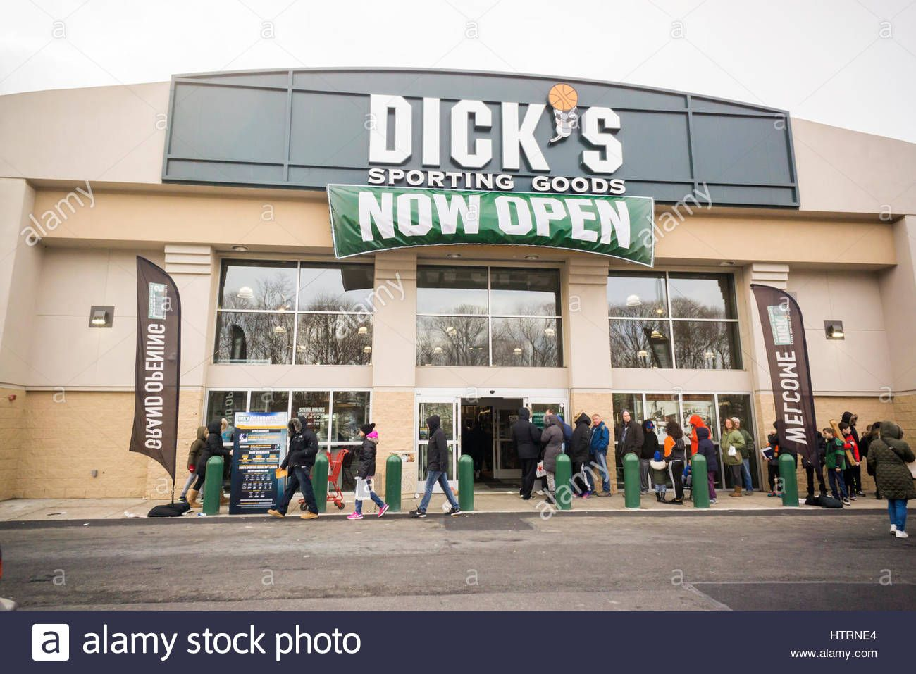 Bear reccomend Dick goods location sporting store