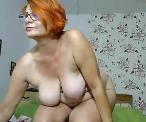 Yelle side boob