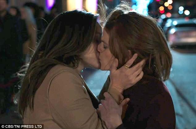 Sultan reccomend Jessica alba lesbian scene