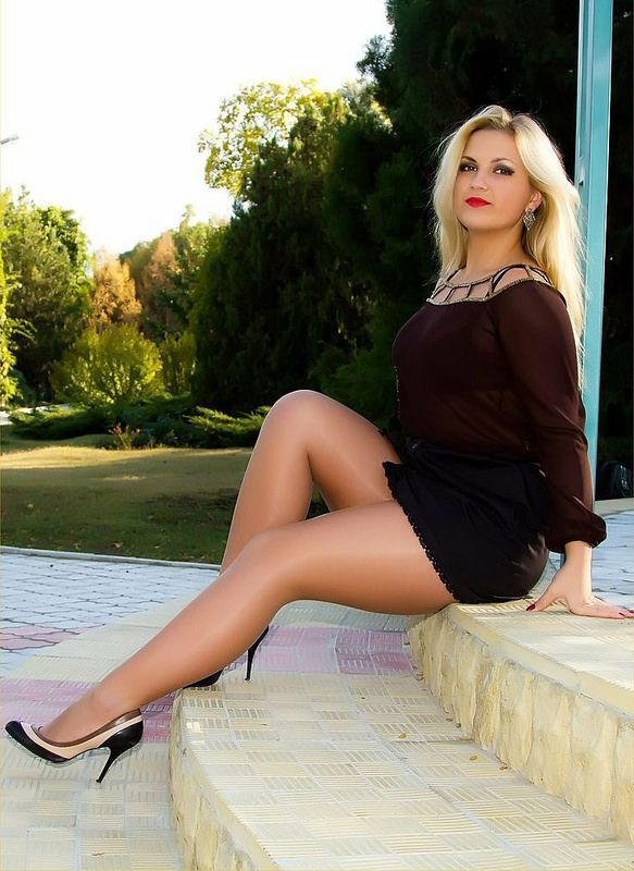 Plus size blondes in pantyhose