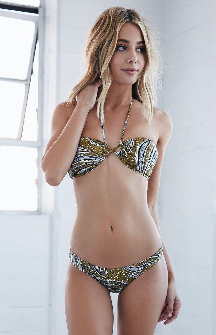 Hound D. reccomend Free skimpy bikini