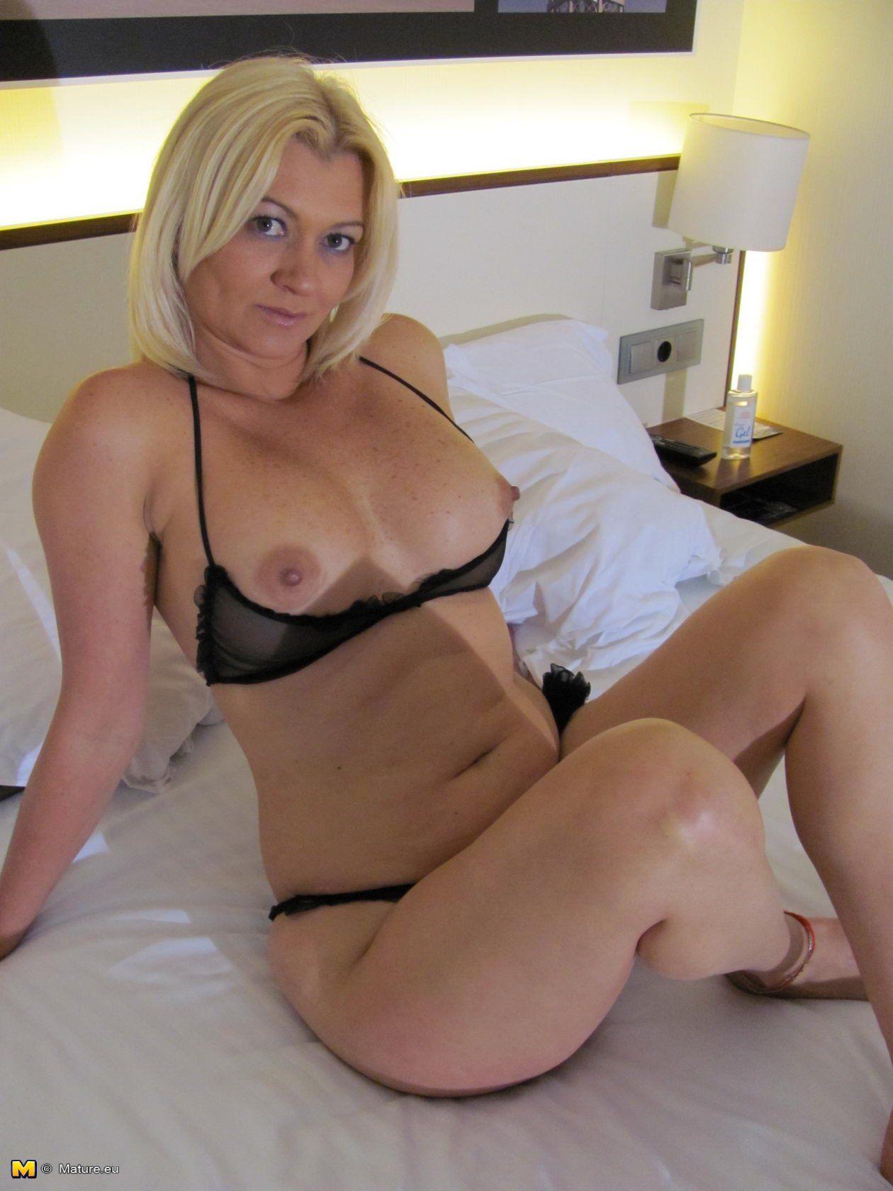 mature curvy blonde naked