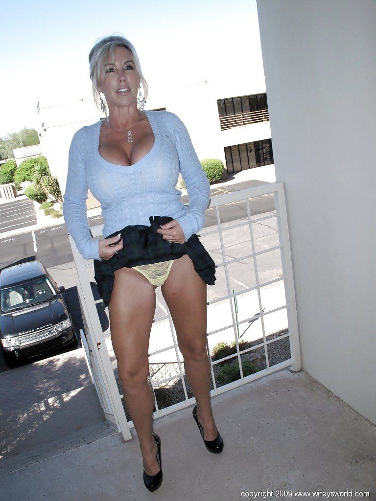 Gallery mature photo skirt up porn pics moveis
