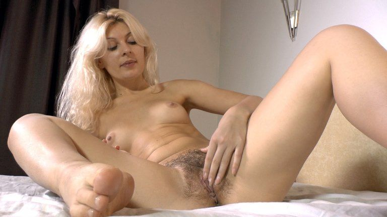 Free mature hairy pussy videos