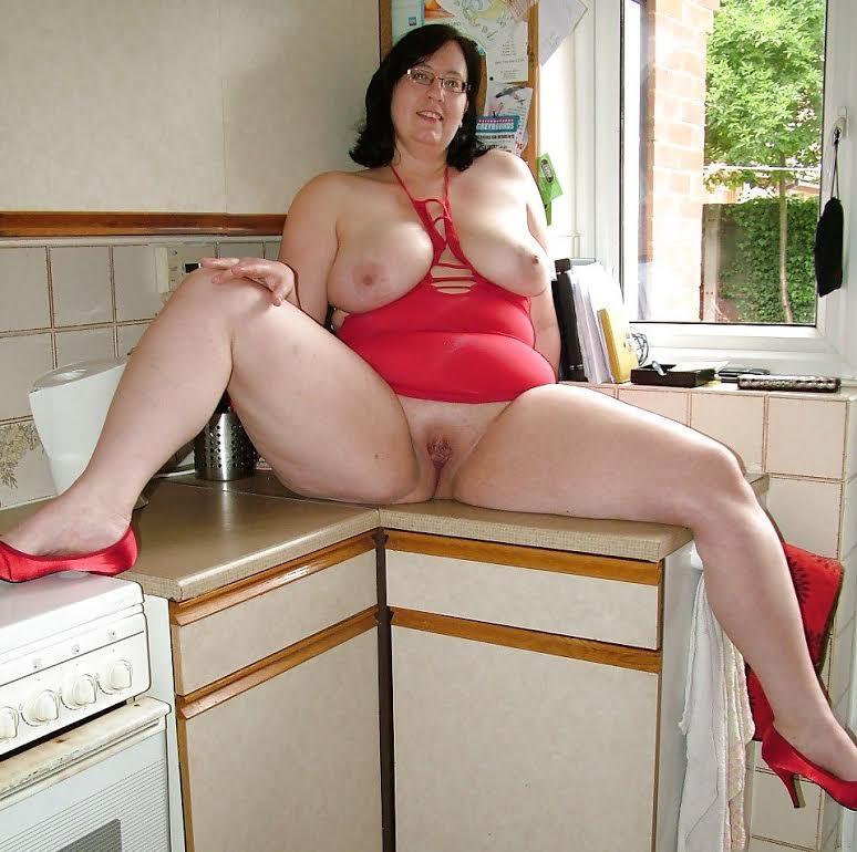 Mature natural peeing