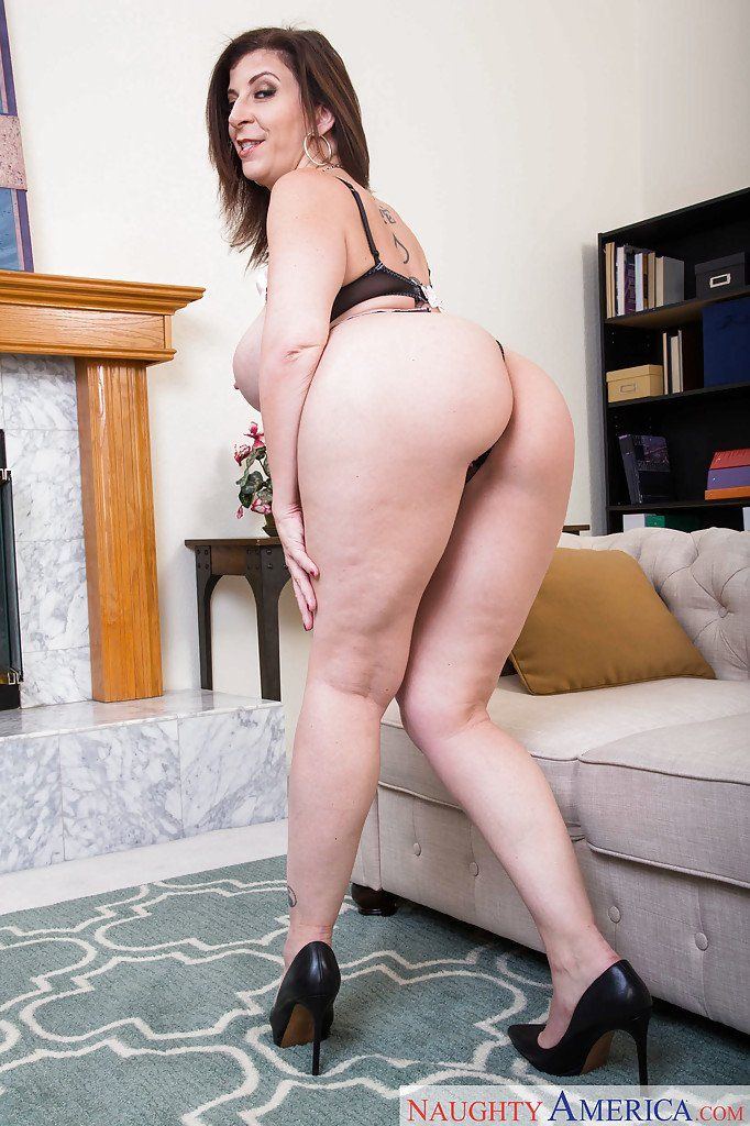most biggest assesnaked woman